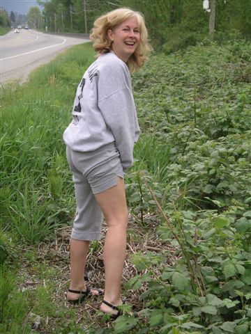 girls stand pee pants down